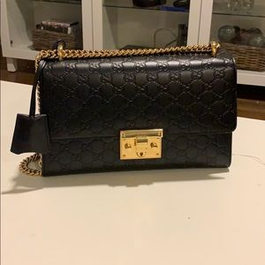Gucci bag worn that has been worn only 2x!